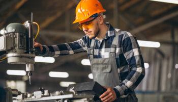 trabalhador-cilindros-laminadores