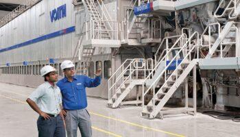 dois-funcionários-na-indústria-beneficios-do-cromo