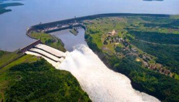 imagem aerea de uma hidreletrica ilustrando o desgaste por erosao