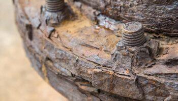 peça industrial com corrosão por placas